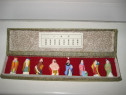 3950a-Cutie veche cu 8 figurine ceramica Japonia.