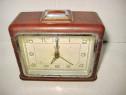 4762A-UMF RUHLA ceas masa bachelita cu metal nefunctional.