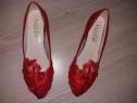 Pantofi superbi cu toc de 3 cm