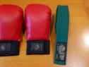 Mănuși și centura verde karate