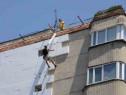 Alpinist execut lucrari de izolare / BLOCURI / CASE