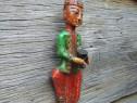 Figurina din lemn pictat