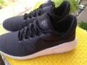 Adidasi Nike, mar 40.5, UK 6.5 (26 cm) made in Vietnam.