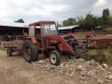 Tractor universal 640 cu încărcător