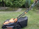 Masina de tuns iarba Black & Decker CLM3820