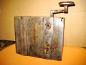 B166-Broasca Poarta veche metal cu cheie.