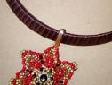 Colier elegant la baza gatului cu floare cusuta cu margele