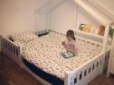 Paturi pentru copii din lemn in forma de casute