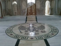 Pavaje biserici , manastiri , case de praznuire ,monumente .