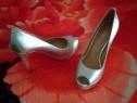 Pantofi  noi,import, foarte eleganți,albi , și foarte frumoș