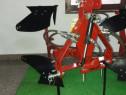 Plug reversibil hidraulic pentru tractor
