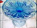 554A-Fructiera pe picior din sticla albastra stare buna.