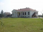 Conac sec XIX renovat in totalitate la granita cu Ungaria