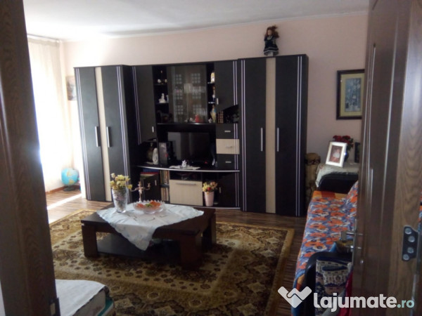 Vanzare  apartament  cu 3 camere Dolj, Cornetu  - 39000 EURO