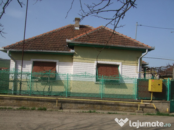 Vanzare  casa  3 camere Hunedoara, Calan  - 45000 EURO