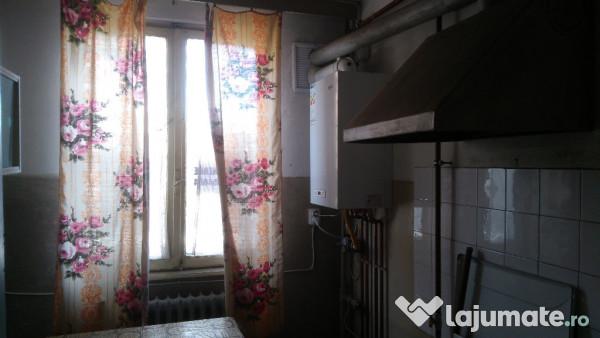 Vanzare  apartament  cu 3 camere Caras Severin, Cuptoare (Resita)  - 34990 EURO