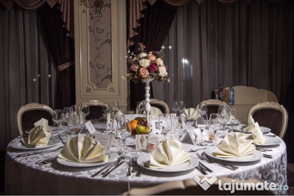 Inchiriez Aranjamente Florale Artificiale Nunti Botezuri 50 Ron